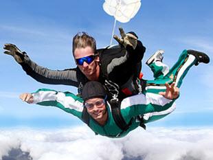 Fallschirm Tandemsprung Erlebnisgeschenke für Männer